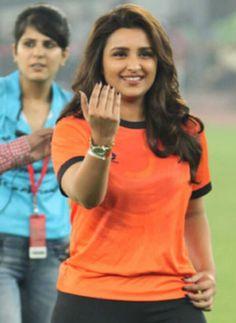Parineeti Chopra Actress Anushka, Bollywood Actress, Indian Bollywood, Bollywood Stars, Parneeti Chopra, Honda Cb400, Fancy Tops, Bridal Lingerie, Indian Beauty Saree