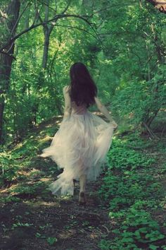 Flowy dress, bare feet, and trees. Perfect.