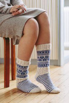 Loom Knitting, Knitting Socks, Knitting Patterns, Knit Socks, Lace Patterns, Stitch Patterns, Stockinette, Knit Or Crochet, Leg Warmers