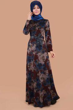 ** SONBAHAR / KIŞ ** Seyyar Kolyeli Çiçek Desen Elbise Mürdüm&Saks Ürün kodu: NWL13235 --> 109.90 TL Islamic Fashion, Muslim Fashion, Indian Designer Outfits, Designer Dresses, Simple Gowns, Arabic Dress, Hijab Style, 21st Dresses, Muslim Dress