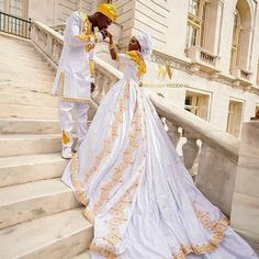 É assim que se casa a Realeza. African Wedding Attire, African Attire, African Fashion Dresses, African Dress, Nigerian Wedding Dresses Traditional, Traditional Weddings, Ghana Wedding, African American Weddings, South African Weddings