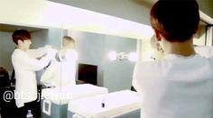 SeoulSisterSopi:JungKook hands into Jimin shirt  He's helping his Bae ❤