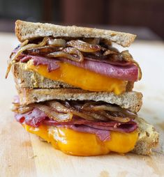 Corned Beef Sandwich On Rye with Cider Caramelized Onions - Partial Ingredients Sandwich Shops, Soup And Sandwich, Sandwich Recipes, Corned Beef Sandwich, Delicious Sandwiches, Wrap Sandwiches, Wrap Recipes, Beef Recipes, Tapas