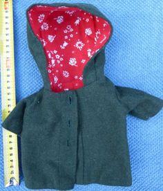 Puppenkleidung-Puppenmantel-mit-Kapuze-Loden-Cape-Puppenmaentelchen-alt
