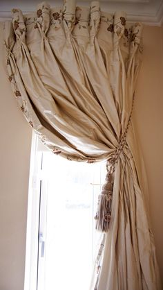 June Rayfus Interiors, made to measure curtain & blind specialist, creating stylish & unique curtain designs for the home. Unique Curtains, Custom Made Curtains, Silk Curtains, Made To Measure Curtains, Drapery Panels, Curtains With Blinds, Valances, Burlap Curtains, Window Blinds