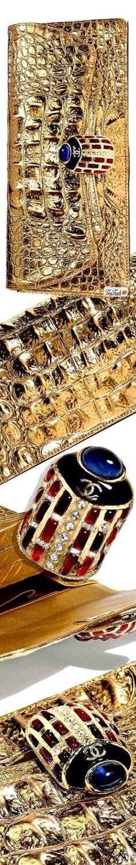 ❈Téa Tosh❈ CHANEL, Métiers d'Art Paris-New York.  #Chanel #teatosh #Métiersd'ArtParis #ChanelHandbags Chanel Fashion, Gold Fashion, Paris New York, She Was Beautiful, Evening Bags, Glamour, Jewels, Purses, Luxury