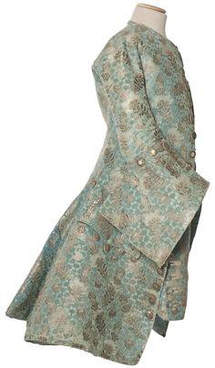 Habit à la française, justaucorps et culotte, France, vers 1730-1740  Velours frisé façonné, liseré et broché argent