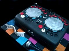 Bolo Dj, Dj Cake, Boy Halloween Costumes, Halloween Ideas, Party Themes, Themed Parties, Party Ideas, Disco Party, Anniversary Parties
