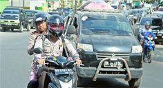 Berita Unik dan Aneh ! Demi Sholat Berjamaah Di Masjid Tepat Waktu Kapolda Ini Berani Pertaruhkan Jabatannya ... Penting Bagikan ! http://ift.tt/2uMpJD2  Brigjen Pol. Drs. Umar Septono SH. MH Kala Sedang mencari Masjid ( Foto@U-Report )  Komitment Kapolda Nusa Tenggara Barat (NTB) Brigjen Pol. Drs. Umar Septono SH. MH untuk selalu bisa melakukan Sholat Berjamaah pada awal waktu itu benar-benar ia buktikan salah satunya yang terlihat pada kejadian di kala acara Festival Senggigi pada 16…