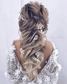 43 most popular half up half down curly hairstyles 31 – JANDAJOSS.ME 43 most popular half up half down curly hairstyles 31 – JANDAJOSS. Curled Wedding Hair, Elegant Wedding Hair, Wedding Hair Flowers, Wedding Updo, Flowers In Hair, Formal Wedding, Wedding Ideas, Night Flowers, Formal Hair