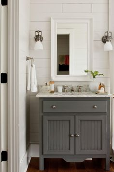 Simple And Easy   White Bathrooms We Canu0027t Help But Drool Over    Southernliving