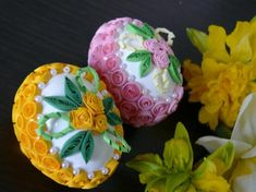 Since chickens aren't accustomed to such flamboyant plumage they actually take a great deal of extra attention to maintain. There's also a recipe whic. 3d Quilling, Quilling Designs, Quilling Jewelry, Egg Rock, Easter Tree Decorations, Easter Egg Designs, Easter Flowers, Quilling Techniques, Faberge Eggs