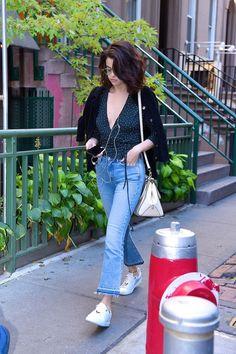 New hair short selena gomez casual 70 ideas hair 669206825860810207 Selena Gomez Jeans, Selena Gomez Casual, Selena Gomez Hair, Selena Gomez Cute, Outfit Look, Casual Outfits, Fashion Outfits, Casual Hair, Marie Gomez