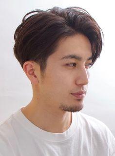 【メンズ】ソフト刈り上げのすっきりメンズスタイル/BEAUTRIUM PENINSULAの髪型・ヘアスタイル・ヘアカタログ|2019春夏 Mohawk Hairstyles Men, Haircuts For Wavy Hair, Wavy Hair Men, Cool Hairstyles For Men, Haircuts For Men, Mens Hair, Japanese Men Hairstyle, Japanese Haircut, Asian Men Hairstyle
