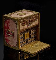 A GILT-COPPER, EBONISED AND RED VELVET-COVERED TRAVELLING BOX, SOUTH GERMAN, PROBABLY AUGSBOURG, LATE 16TH- EARLY 17TH CENTURY. Hauteur : 21 cm. (8 1/4 in.), Largeur : 21 cm. (8 1/4 in.), Profondeur : 14,5 cm. (5 3/4 in.). -ARTCURIAL AUCTION HOUSE, Paris-