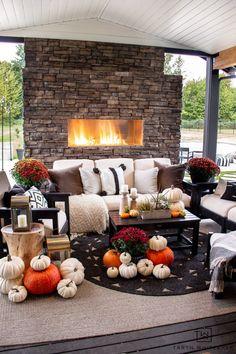 Decorating An Outdoor Space For Fall - Taryn Whiteaker Modern Fall Decor, Fall Home Decor, Autumn Home, Holiday Decor, Autumn Decorating, Porch Decorating, Thanksgiving Table Settings, Thanksgiving Ideas, Autumn Table