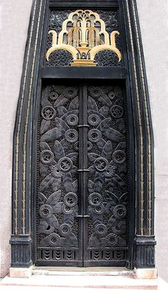 """US Art Deco: Doorway with, on the top, pattern fountain, the doors recapturing the patterns of folding screen """"l'Oasis"""" d'Edgar Brandt. NYC."""
