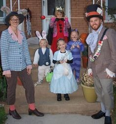 Homemade Alice in Wonderland Costume Ideas: We like to go as a family theme for Halloween. This year, everyone agreed on Alice in Wonderland. From oldest to youngest, my children dressed as the Red