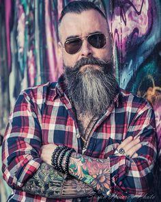 "1,080 mentions J'aime, 23 commentaires - Arnold Henrik Forgács (@bearded_arnold) sur Instagram : ""#beard#bearded#beardedmen#beardstyle#beautifulbeard#beardsaresexy#instabeard#sexybeard#skägg#skäggig#skjegg#sakal#szakáll#szakállaspasi#tattoos#sleevetattoos#inked#tetováltésszakállas#tetováltpasi#hungarianguy#magyarfiú#rayban#tattooedandbearded#inkedandproud#tattooedguysdoitbetter#hipster#picoftheday#barba#barbu…"""