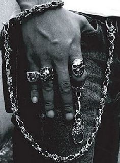Locating biker jewelry for men painless. This specific jewelry is greatly . Skull Jewelry, Jewellery, Man Jewelry, Skull Rings, Biker Rings, Mens Gear, Wallet Chain, Biker Style, Memento Mori
