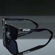 1297fd5fbf6 Oakley Frogskins  lt 3 Holbrook Sunglasses