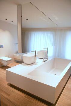 Aranżacje łazienek Luxum to nie tylko elegancja i niepowtarzalny styl, ale także ciekawe, często innowacyjne rozwiązania. Warto zobaczyć nowoczesne aranżacje łazienek i świetnie dopasowane wyposażenie w domach z bali drewnianych, lub monolityczne ściany, wyłożone ekskluzywnym kamieniem kompozytowym typu CORIAN czy STARON, bez widocznych łączeń. Co ciekawe, ściany mogą stanowić monolityczne połączenie z półkami lub …