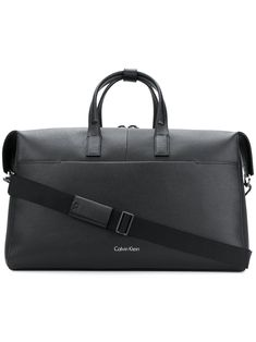Shop designer holdalls for men at Farfetch and choose from brands including Saint Laurent, Prada, Burberry and more. Calvin Klein Men, Calvin Klein Black, Mens Clothing Styles, Men's Clothing, Men's Fashion, Fashion Outfits, Hand Bags, Minimalist, Jeans
