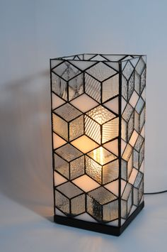 23 Ideas diy lamp shade balloon lampshades for 2019 Stained Glass Light, Tiffany Stained Glass, Tiffany Glass, Stained Glass Projects, Stained Glass Lamp Shades, Modern Stained Glass, Design Art Nouveau, Lampe Art Deco, Glass Candle Holders