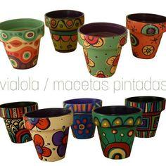 Dolores Pardo (@ vialola.tienda)   Instagram fotos y vídeos Flower Pot Art, Flower Pot Design, Painted Plant Pots, Painted Flower Pots, Decorated Flower Pots, Cement Art, Clay Pot Crafts, Terracotta Pots, Clay Pots