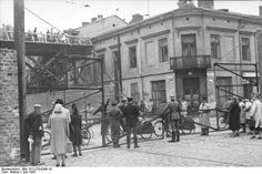 """Corner of Żelazna 70 and Chłodna 23 (looking east). This section of Żelazna street connected the """"large ghetto"""" and """"small ghetto"""" areas of German-occupied Warsaw - Bundesarchiv, Bild 101I-270-0298-10 / Amthor / CC-BY-SA 3.0"""