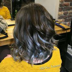 Ne renk ombre istersiniz? Mavi, yeşil, mor, pembe, sarı, gri.. Bu sizin zevkinize ve tercihinize göre değişir. Önemli olan doğal bir görüntü ile bunu sağlamak. #ombre #mavi #blue #hair #izmir #sacmodeleri #sactrendleri #instahair #instagood #hairstyle #hairdresser #hairdesign #hairstylist #hairs #saç #sactasarim #ombrebalayage #ombrehair #mdsactasarim