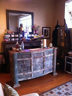 Bob & Tess Hannaford's spacious French Quarter loft is filled with furniture & finds from Discoveries.  www.discoveriesLA.com