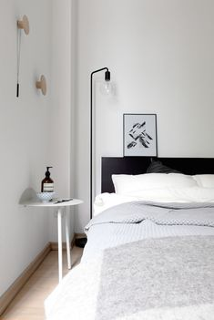 Duvet day in this calm monochrome bedroom? /Coco Lapine Design.