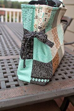Girls in the Garden: Charm Pack Bag - Tutorial