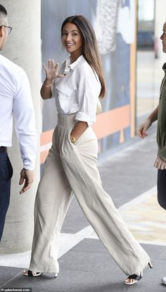 Fashion maven: The actress, looked effortlessly stylish a chic linen shirt and stone paperbag trousers Chic Summer Outfits, Classy Outfits, Cute Outfits, White Shirt Outfits, White Shirts, White Blazers, White Linen Shirt, Linen Shirts, Bbc