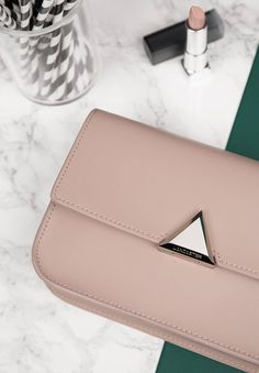 Discreet and feminine hues, graphic details and usefull styles, this is the hallmark of our new line Nami. Find out more about it in our stores and online on the e-shop ! #newcollection #fall #winter #fw17 #nami #triangle #pink #green #pastel #marble #lipstick #bag #saffiano #lancaster #lancasterparis