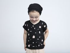 OM88   T-shirt with back pleat and geo print