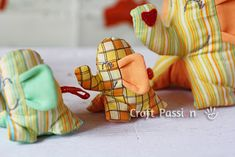 little family of elephants - free pattern and tutorial