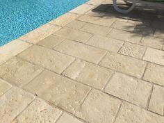 pavimento vecchie corti bordo piscina presso b e b alezio