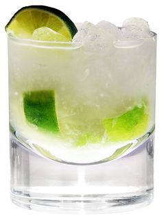 Perfect Brazilian summer cocktail to enjoy during the World Cup! - Caipirinha / Cocktail Recipes / Easy cocktails