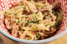 Courgetti met tonijn. Een heerlijk recept. Gezond boordevol vitamines en mineralen met weinig calorieen en koolhydraten. Perfect!