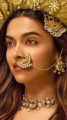 Jav I Deepika Padukone as Mastani in the movie Bajirao Mastani Nose Ring Designs, Bridal Nose Ring, Nath Nose Ring, Dipika Padukone, Indian Nose Ring, Deepika Padukone Style, Indian Accessories, Wedding Jewelry Sets, Bridal Jewellery