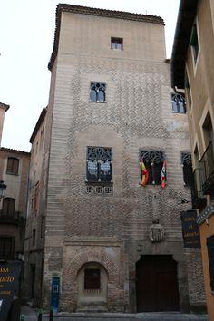 Segovia. Palacio del Conde Alpuente. -  Pulse en la fotografía para ver alojamientos en Segovia.