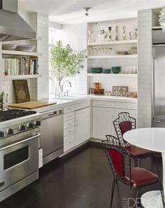 Key Design Takeaways from Celebrity Kitchens Kitchen Tiles, New Kitchen, Kitchen Decor, Spanish Kitchen, Kitchen Small, Vintage Kitchen, Space Kitchen, Kitchen Shelves, Kitchen Cabinets