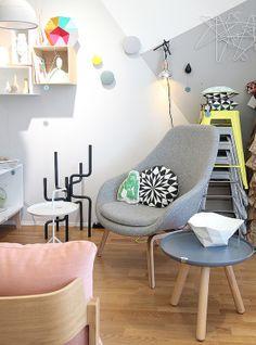 Design Boulevardin nojatuoli hetki. About A nojatuoli (korkeampi selkänoja), Tablo pöytä...