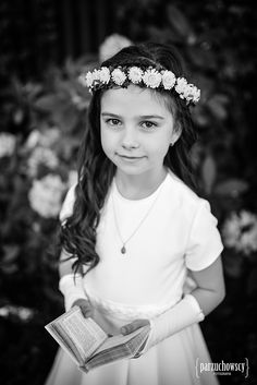 Communion Hairstyles, First Holy Communion, Girl Inspiration, Kirchen, Kids And Parenting, Snow White, Photoshoot, Conception, Portrait