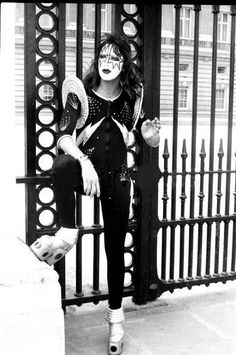 Ace in between takes  Buckingham Palace  London England, May 1976  Photographer: Fin Costello  Another outtake from this classic day in KISStory!