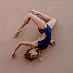 Bend and snap Human Poses Reference, Body Reference, Poses Dynamiques, Dance Photo Shoot, Dance Photography Poses, Anatomy Poses, Dynamic Poses, Modern Dance, Contemporary Dance Poses