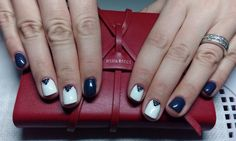 IceQueen, blue and white nails