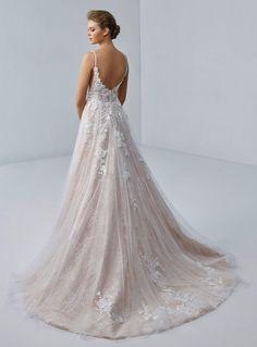 Lace Wedding Dress, Wedding Dresses, Mermaid Dresses, Girls Dresses, Honeymoon Style, Wedding Proposals, Radiant Cut, Motif Floral, Ball Gown Dresses